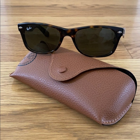 Ray-Ban Classic Wayfarer Sunglasses Brown Tortoise
